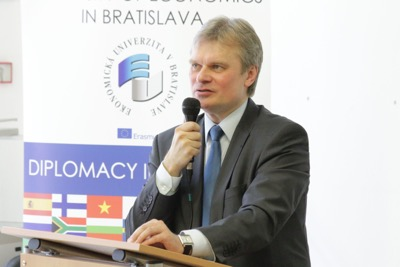 Univerzitné udalosti » Estonian Ambassador on Digitization and Cyber Security