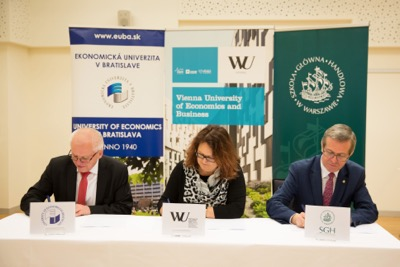 Univerzitné udalosti » Signing trilateral cooperation with universities in Vienna and Warsaw